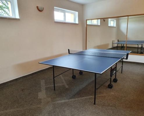 místnost pro stolní tenis
